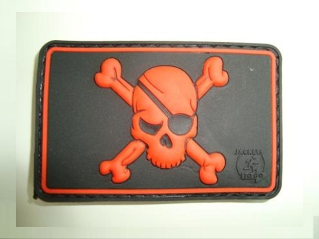 PIRATE SKULL PATCH red