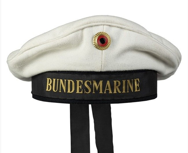 WHITE NAVY HAT WITH INSIGNIA